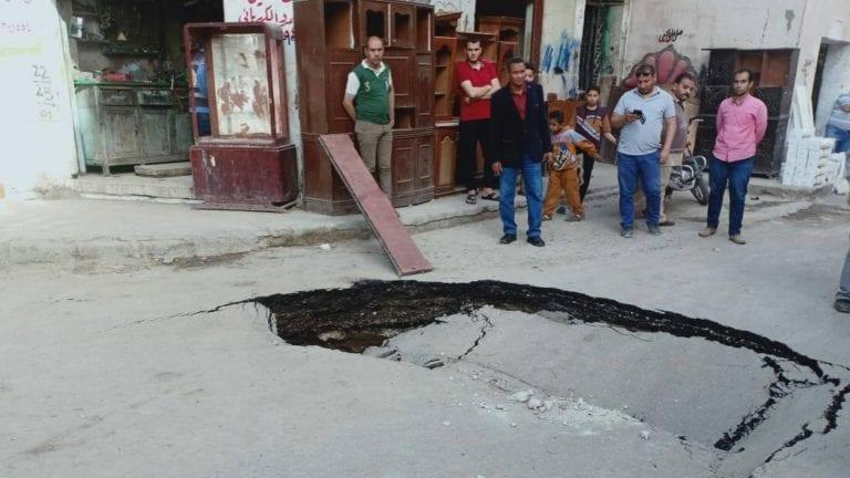 هبوط أرضي مفاجئ بالهانوفيل في الإسكندرية (صور)