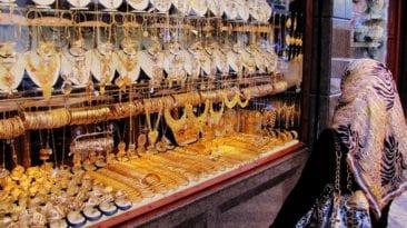 تراجع أسعار الذهب واستمرار تذبذب العملات