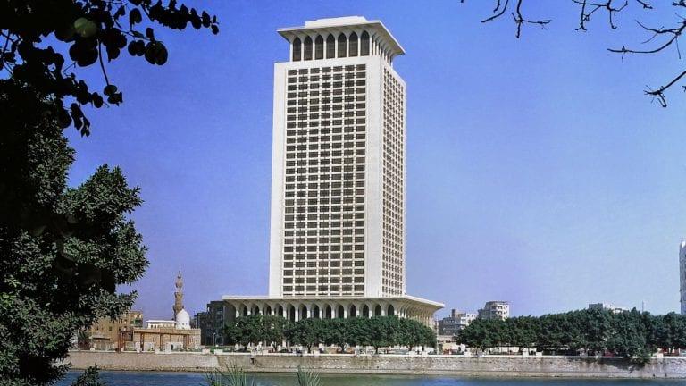 وزارة الخارجية تؤكد أن مصر تفتح لمن تمر بلادهم بأزمات