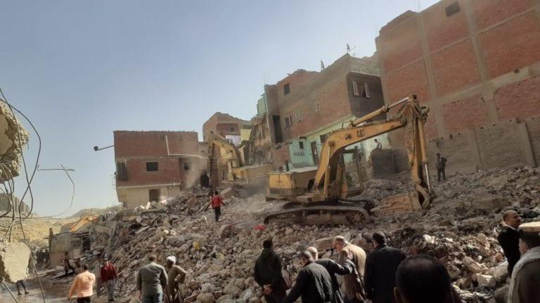 بدء أعمال إزالة المناطق الخطرة بالدويقة: هدم 63 عقار (صور)