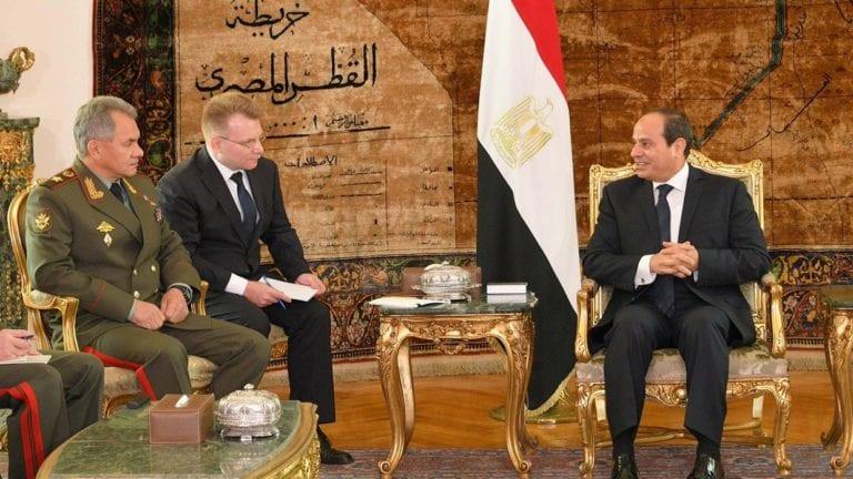 السيسي يستقبل وزير الدفاع الروسي: تعزيز التعاون العسكري