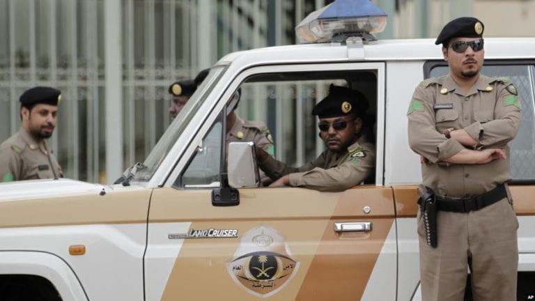 القبض على 5 مصريين