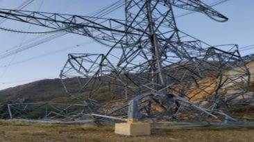 مصرع وإصابة 8 في انهيار برج كهرباء بالوراق (صور)