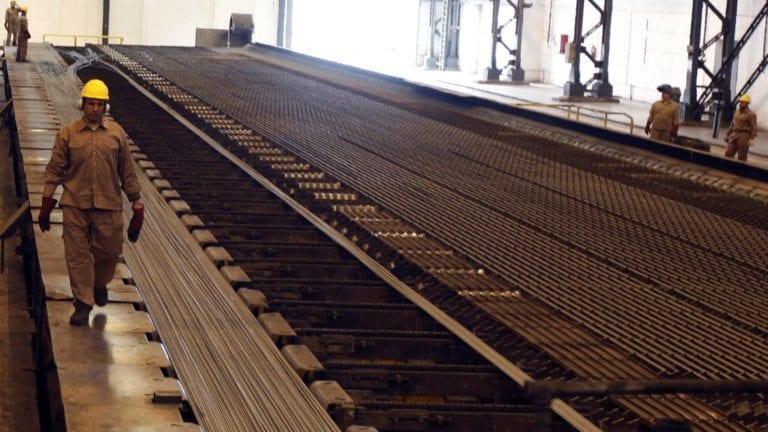 شركة الحديد والصلب تعلن استمرار العمل