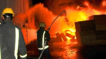 حريق هائل يلتهم مصنع دراجات بخارية بقليوب: إصابات و30 سيارة إطفاء