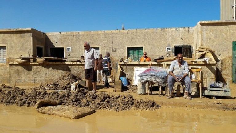 الأمطار تدمر مئات البيوت الخشبية بمدينة حلايب