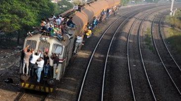 مصرع شخص سقط من فوق قطار في القليوبية: اصطدم بكوبري
