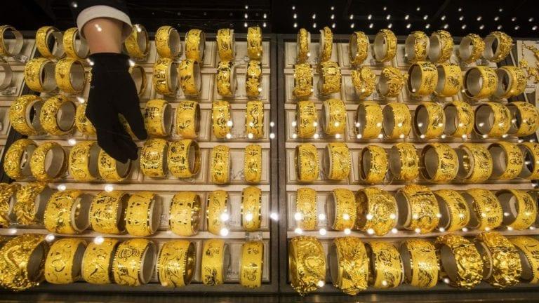 الذهب يتراجع وتذبذب أسعار العملات: عيار 21 بـ659 جنيها
