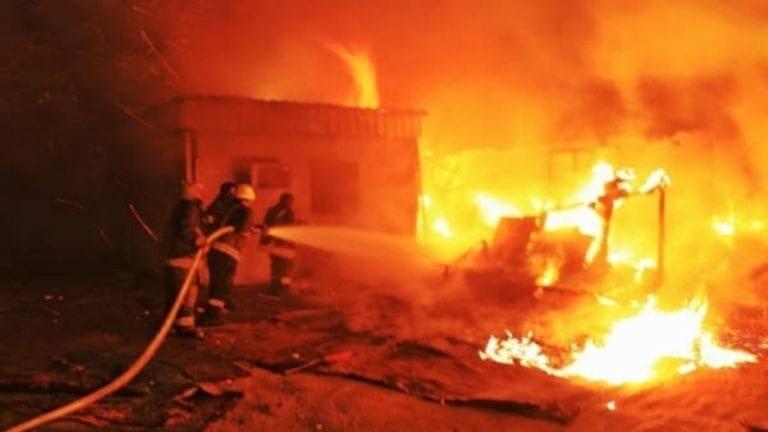 الحصاد: 7 وفيات بعد انفجار خط بترول بالبحيرة.. والسيول تدمر مئات البيوت في مدينة حلايب