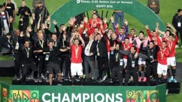 المنتخب الأوليمبي يتسلم مليون جنيه مكافأة التأهل والتتويج