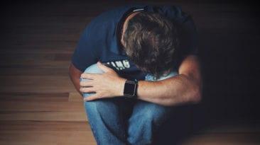 شاب يصور لحظة انتحاره في بث مباشر على فيسبوك