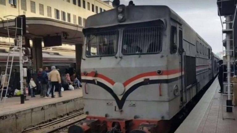 مقترح برلماني لتقنين أوضاع الباعة الجائلين في القطارات