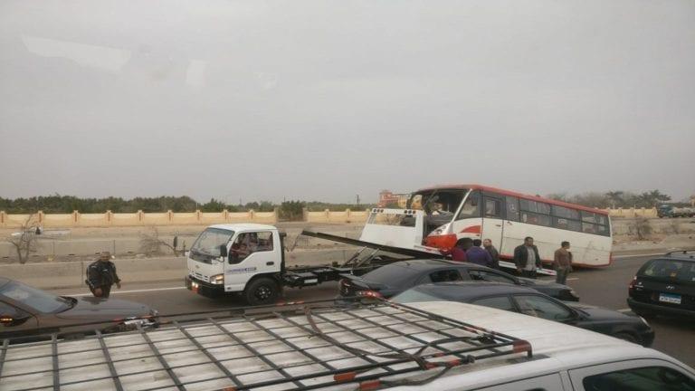 مصرع 3 تلاميذ وإصابة 10 في حادثة تصادم على طريق الإسكندرية الصحراوي