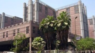 القبض على موظف بمستشفى قصر العيني: سكب الزيت فوق مقاعد الانتظار