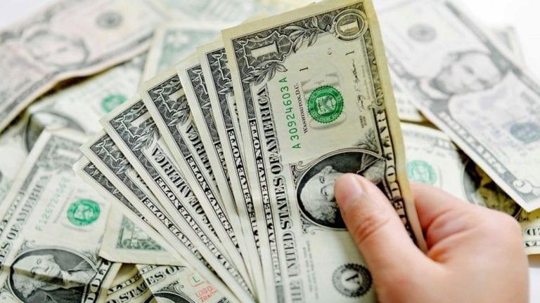 تذبذب أسعار العملات واستقرار الذهب