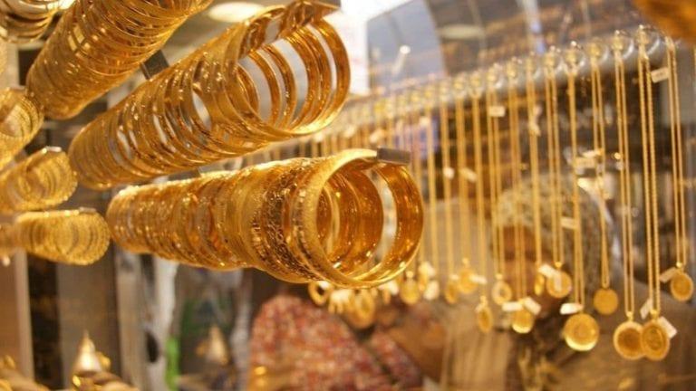 انخفاض أسعار الذهب واستقرار العملات