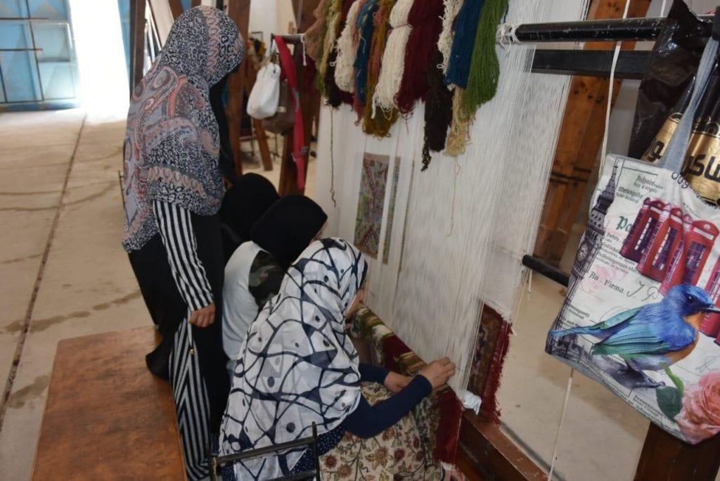 الحرف اليدوية تراث مصري مهدد بالاندثار.. من ينقذه؟