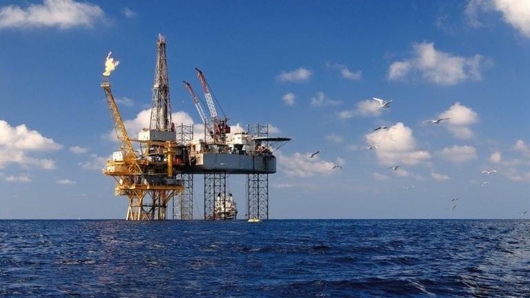 وزارة البترول تعلن عن اتفاقيات للتنقيب