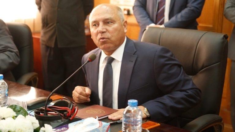 وزير النقل يدرس مضاعفة غرامة التدخين