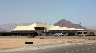 مطار شرم الشيخ يستقبل أول رحلة بريطانية بعد 4 سنوات من الحظر