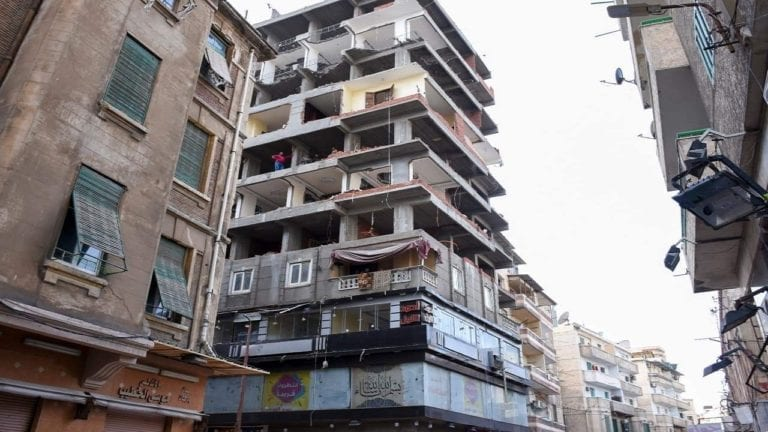 الإدارية العليا: التراخي في إزالة بناء مخالف يوجب توصيل المرافق له