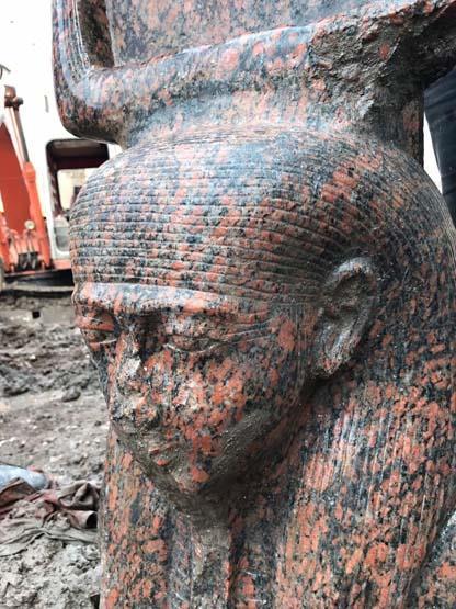 الآثار تعلن عن اكتشاف تمثال أثري نادر للملك رمسيس الثاني (صور)