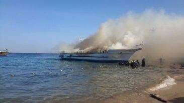 مصرع شخص وإصابة 8 بعد اصطدام مركب صيد بخط بترول في البحر الأحمر