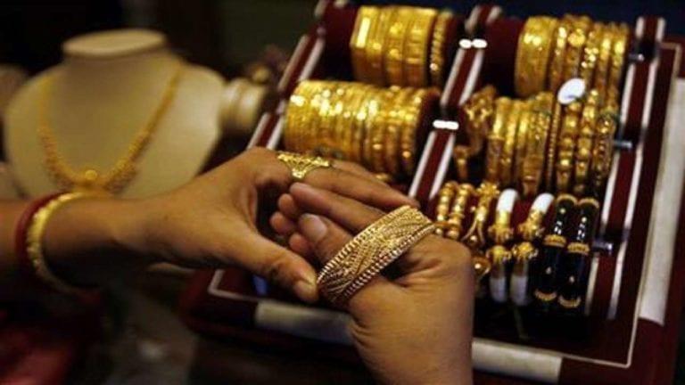 الذهب يتراجع جنيها واحدا وتذبذب أسعار العملات.. عيار 21 بـ659 جنيها