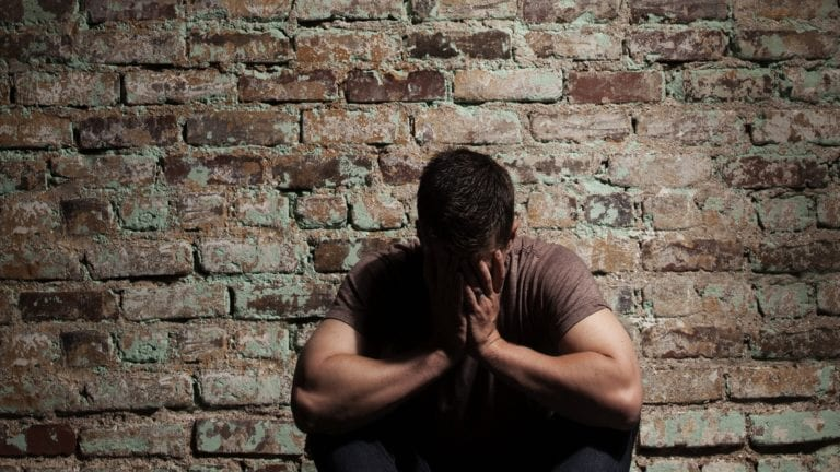 انتحار شخصين في سوهاج والغردقة: خلافات زوجية وأزمة نفسية
