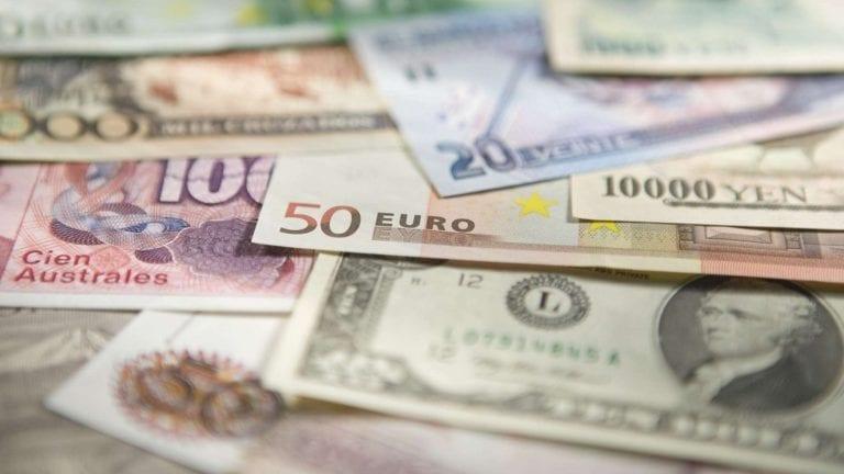 انخفاض أسعار العملات والذهب اليوم