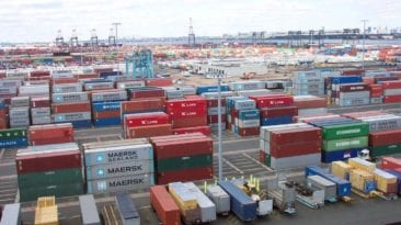 الإحصاء: تراجع عجز الميزان التجاري وانخفاض الصادرات خلال نوفمبر الماضي