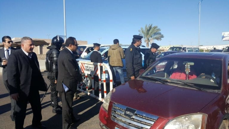 القضاء الإداري: تعويض مواطن سرقت محتويات سيارته أثناء احتجازها