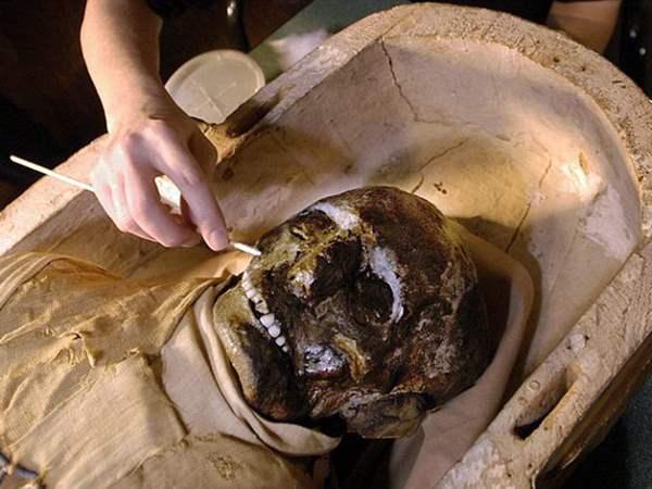 مومياء كاهن مصري