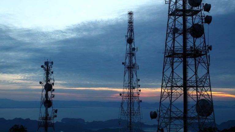 البيئة: محطات تقوية شبكات المحمول لا تنشأ إلا باشتراطات