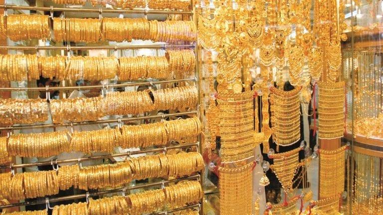 انخفاض أسعار الذهب وارتفاع العملات