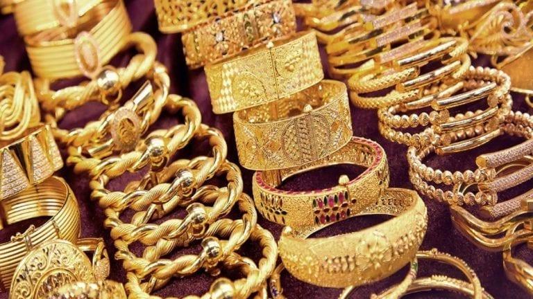 انخفاض أسعار الذهب وتذبذب العملات
