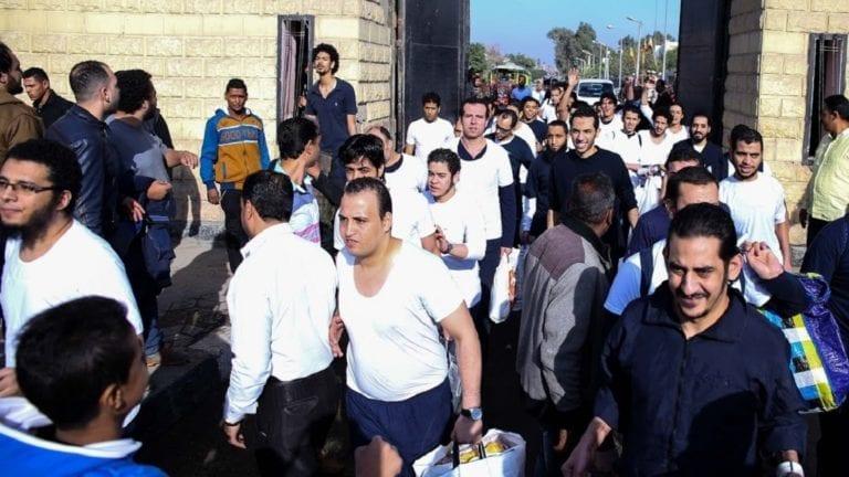 الإفراج عن 671 سجينا