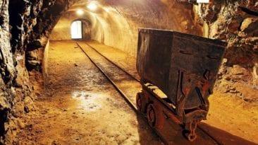 مصر تطرح مزايدة للتنقيب عن الذهب