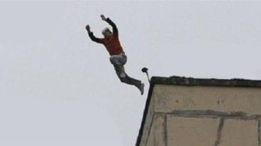 انتحار معلم في الشرقية حزنا على وفاة مبارك: قفز من الدور الخامس