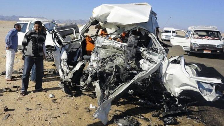 مصرع وإصابة 12 شخصا في تصادم 4 سيارات بصحراوي المنيا