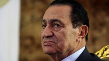صورة لحسني مبارك بصحبة حفيده