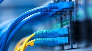 وزير الاتصالات يعلن رفع سرعات الإنترنت في مصر