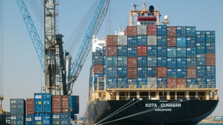 الإحصاء: انخفاض عجز الميزان التجاري 10.8% في ديسمبر الماضي