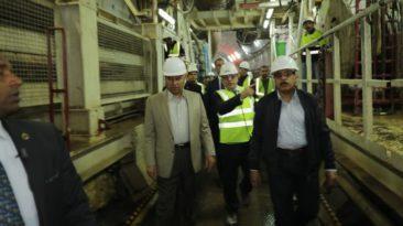 وزير النقل يتفقد العمل بمترو الأنفاق