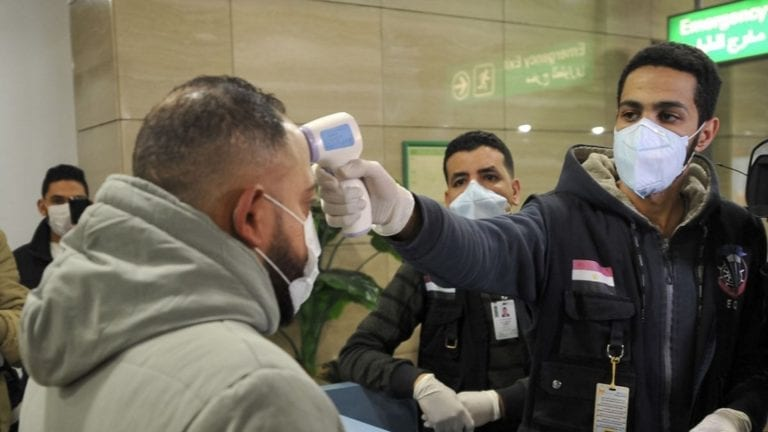 """فرنسا تعلن خروج حالتي إصابة بفيروس كورونا من مصر.. و""""الصحة"""" ترد"""