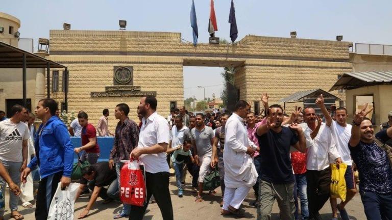 الحصاد: الإفراج عن 541 سجينا.. ومصرع 13 مواطنا في حادثة بصحراوي أسوان
