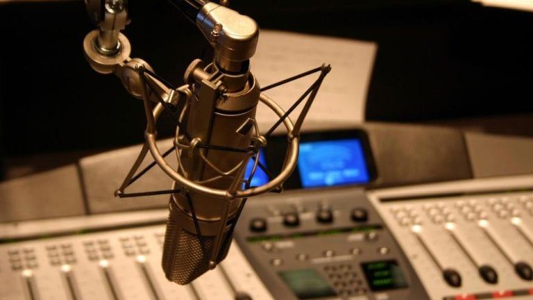 في اليوم العالمي للإذاعة.. الترفيه يسيطر على ساعات البث