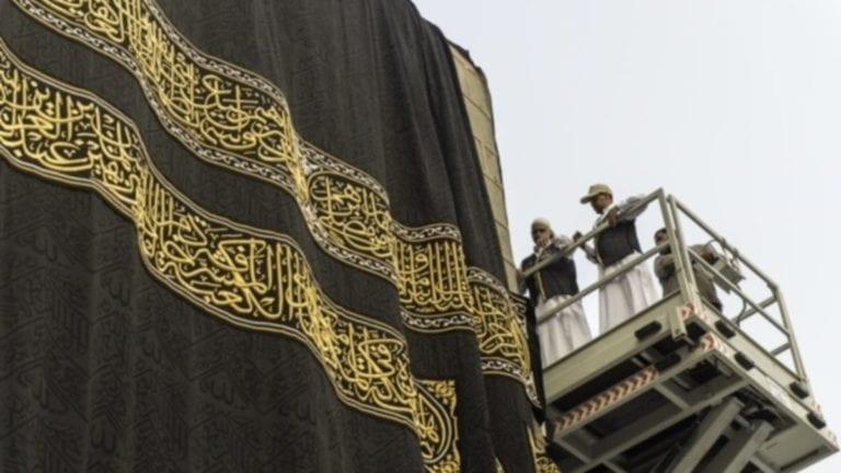 الآثار: السعودية تهدي متحف العاصمة الإدارية قطعة من كسوة الكعبة