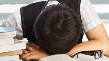 طالب وطالبة يحاولان الانتحار في المنوفية بسبب نتيجة الإعدادية - أرشيف