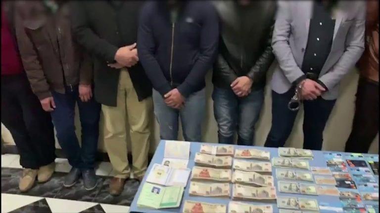 """بتهمة الاتجار في النقد الأجنبي.. """"الرقابة الإدارية"""" تضبط 15 شخصا"""